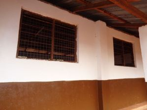 fixing-of-wire-mesh-to-staffroom-windows